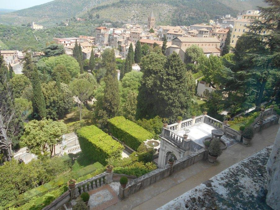Voici une des vues des jardins de la Maison.